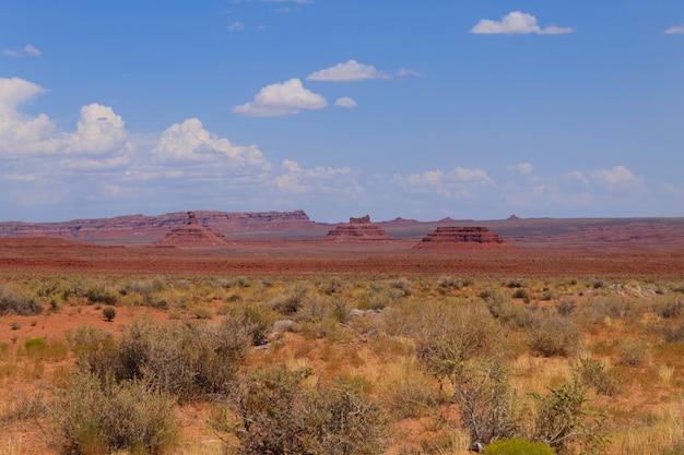 Vallei van de goden uitzicht vanuit utah, usa. rode rotsen panorama. butte en mesa