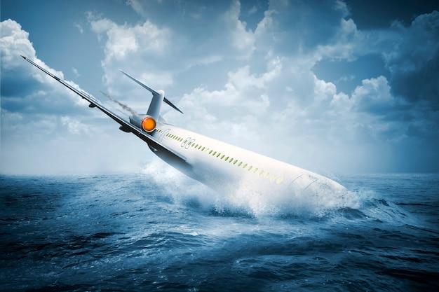 Vallend vliegtuigongeval dat in het water crasht