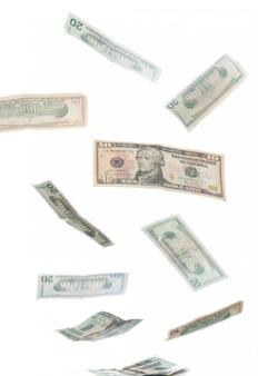 Vallende dollars geïsoleerd op wit