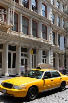Van de de gebouwen gele cabine van new york soho taxi nyc de vs