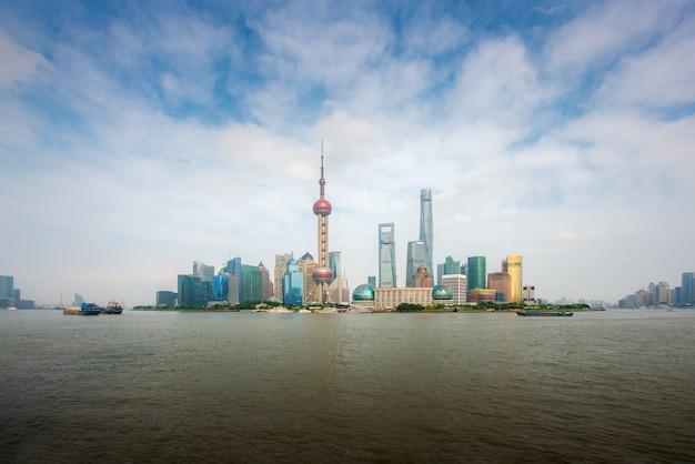 Van de lujiazuifinanciën en shanghai van shanghai de streekstreekhorizon met cruiseschip, shanghai china