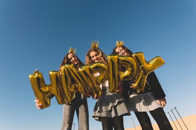 Van onder meiden met gelukkig schrijven
