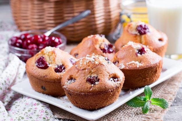 Vanille cupcakes met kersen