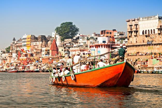 Varanasi ghats in het landschap van india