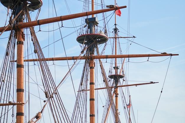 Varende mast van het schip