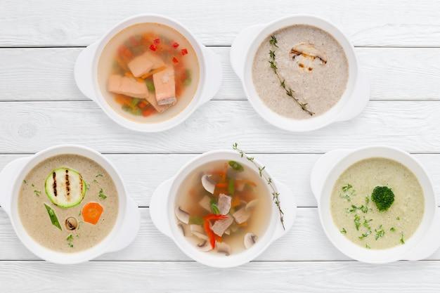 Variatie van smakelijke warme gerechten van het restaurant
