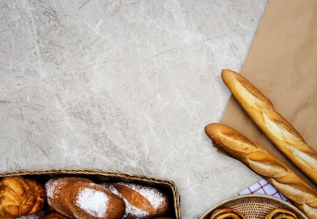 Variatie van zelfgemaakte gebakken gebak keuken