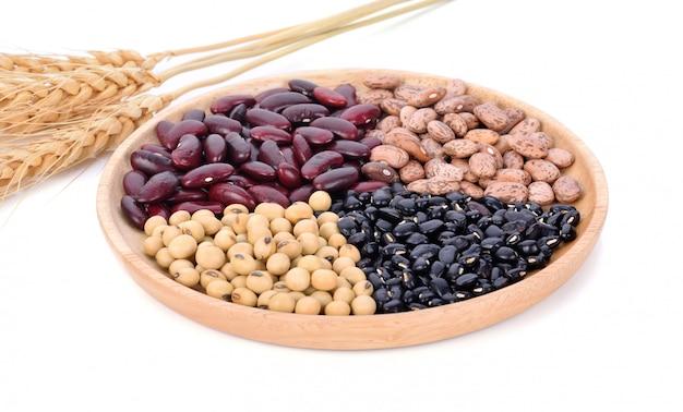 Variëteit van noten: rode bonen, zwarte bonen, sojabonen en pinda's