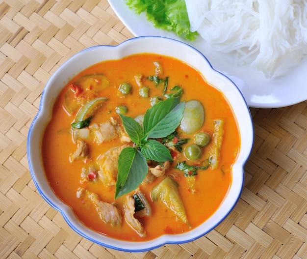 Varkensvlees curry, thaise keuken