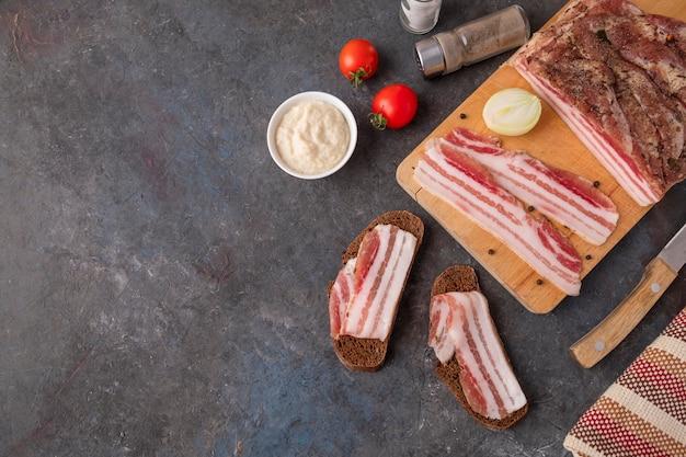 Varkensvlees fatback met kopie ruimte. bovenaanzicht
