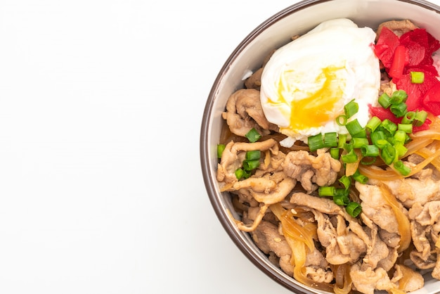 Varkensvlees rijstkom met ei (donburi) - japans eten stijl
