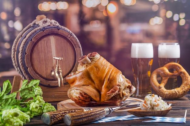 Varkensvleesgewricht, bier en pretzels