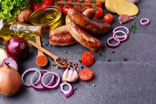 Varkensworst met kruiden en groenten