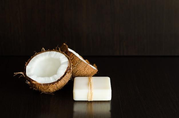 Vaste biologische eco-olie van kokosolie. schoonheid, gezonde levensstijl concept. veganistische schoonheid ingrediënten.
