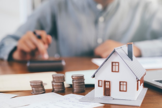 Vastgoedinvestering en hypotheek financieel concept.