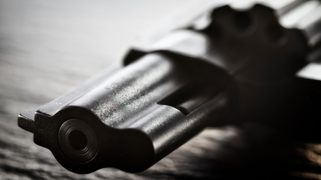 Vat van een zwarte revolver
