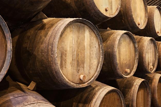 Vaten in de wijnkelder, porto, portugal