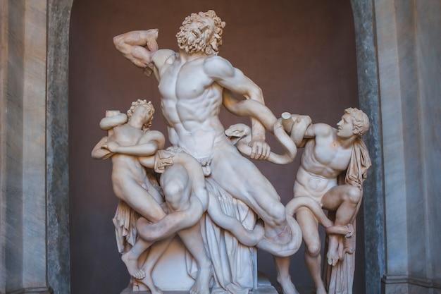 Vaticaan, rome / italië »; augustus 2017: verbazingwekkende witte sculptuur in het vaticaan