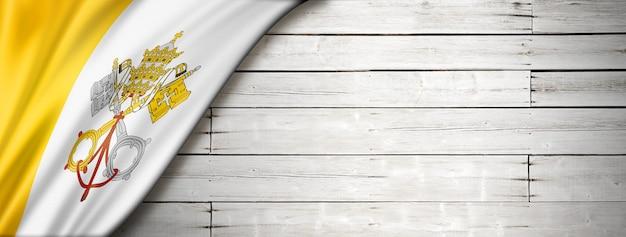 Vaticaanstad vlag op oude witte houten vloer