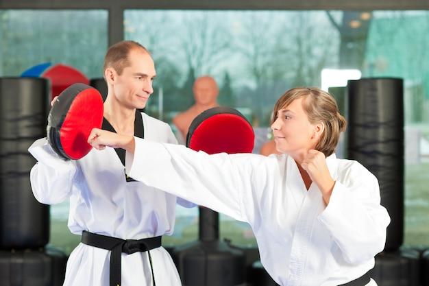 Vechtsporten sport opleiding in gymnastiek