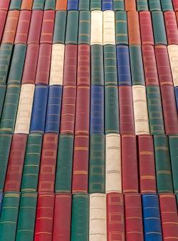 Veel boeken. onderwijs en kennisconcept.