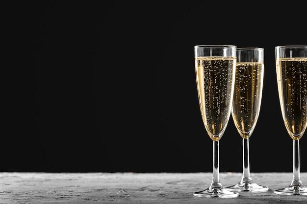 Veel glazen champagne