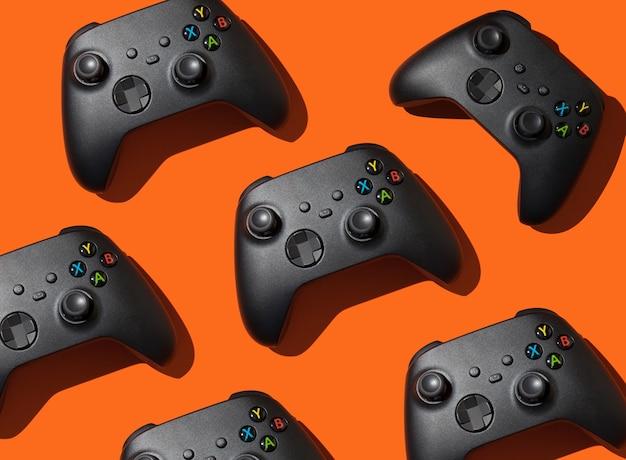 Veel joysticks voor computerspellen