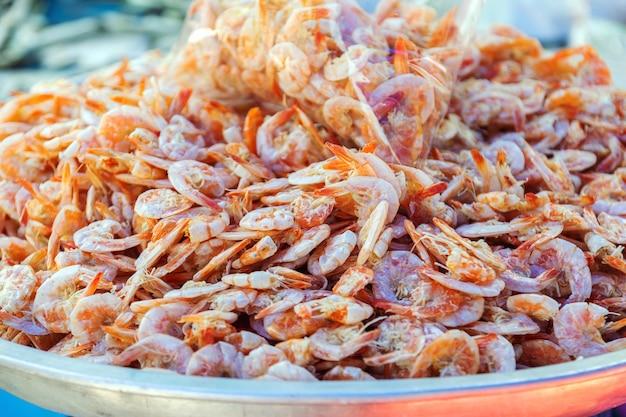 Veel kleine garnalen worden gedroogd om te koken en voor een lange tijd bewaard.