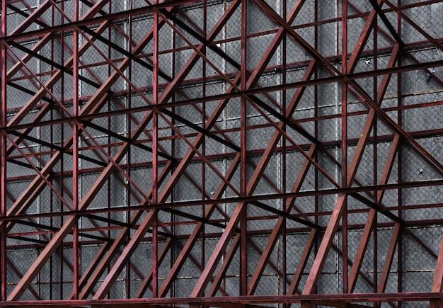 Veel metaal op de structuur