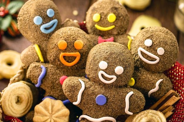Veel peperkoekmankoekjes, leuk zelfgemaakt koekje voor kinderen