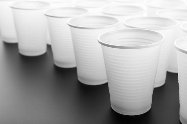 Veel plastic drinkglazen