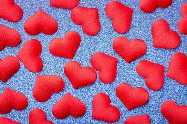 Veel rode harten op blauwe achtergrond