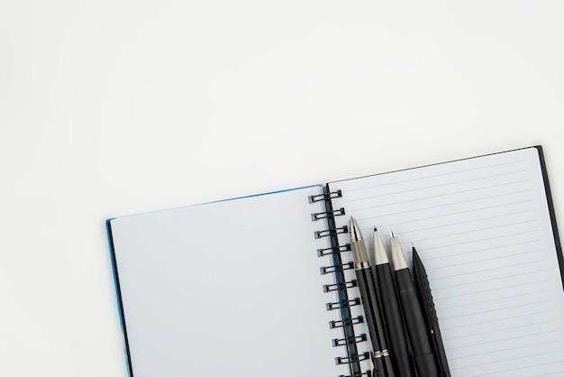 Veel soorten pen op notaboek
