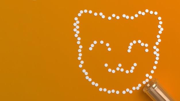 Veel verkruimelde tabletten in de vorm van een silhouet van een kitten