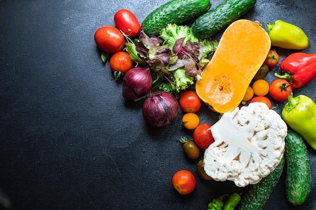 Veel verschillende groenten en pompoen set verse ingrediënten