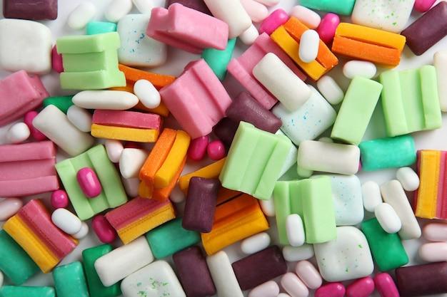 Veel verschillende kauwgom op tafel
