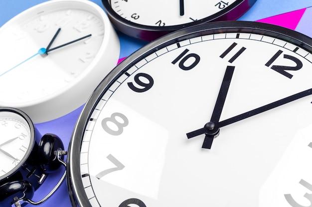 Veel verschillende klokken