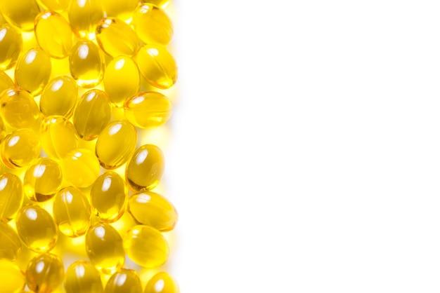 Veel vitamine d3-capsules stapels, kopie ruimte