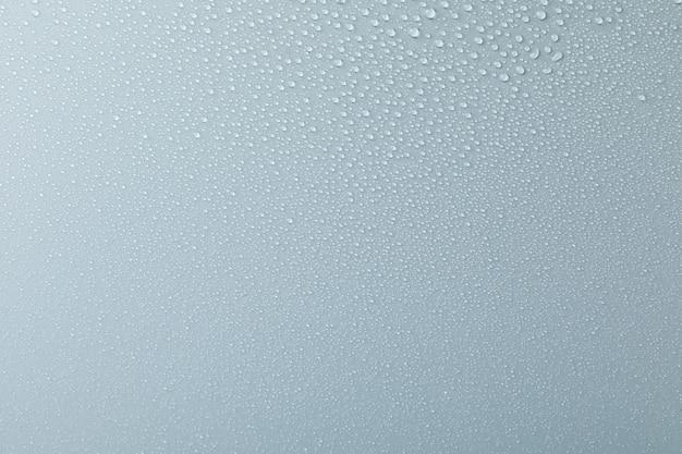 Veel waterdruppels op grijs. textuur, close-up