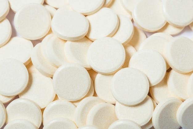 Veel witte ronde pillen, achtergrondpatronen