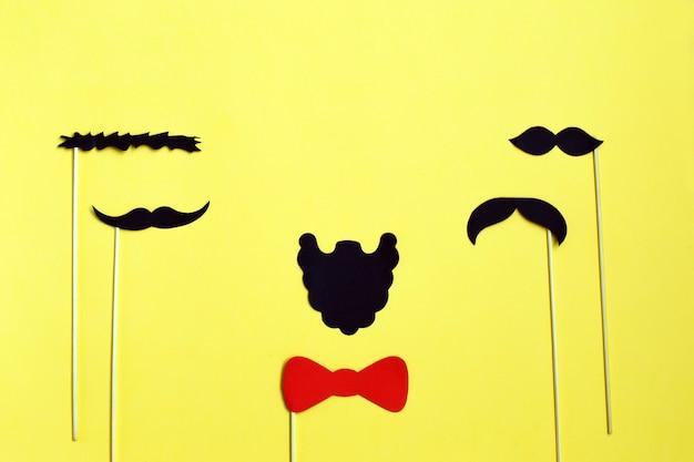 Veel zwart papier moustache