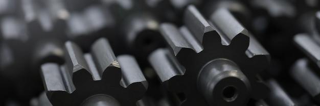 Veel zwarte metalen auto-onderdelen close-up achtergrond