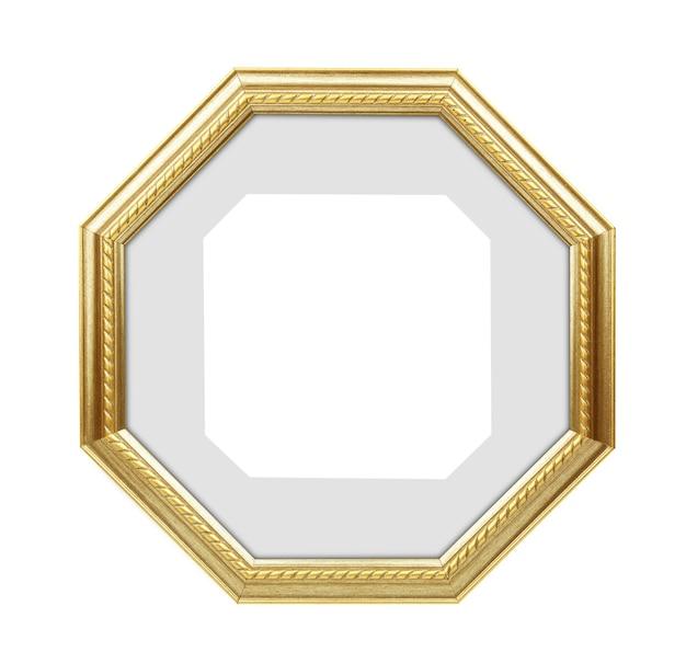 Veelhoekige gouden afbeeldingsframe, fotolijstjes geïsoleerd op een witte achtergrond. met uitknippad
