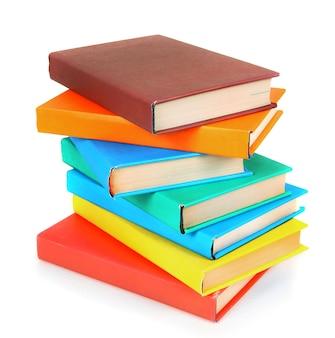 Veelkleurige boeken. op een witte achtergrond.