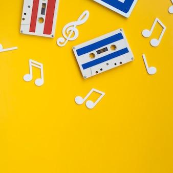 Veelkleurige cassettebandjes met kopie-ruimte