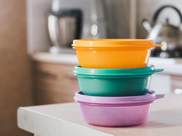 Veelkleurige containers voor voedselopslag