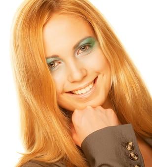 Veelkleurige creativiteit make-up. close-up portret van jonge mooie vrouw.