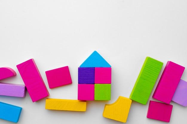 Veelkleurige details van speelgoed constructeur bovenaanzicht