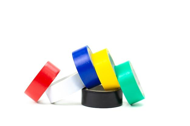 Veelkleurige ducttape in kleine rollen voor ontwerp en reparatie, conceptverschillen