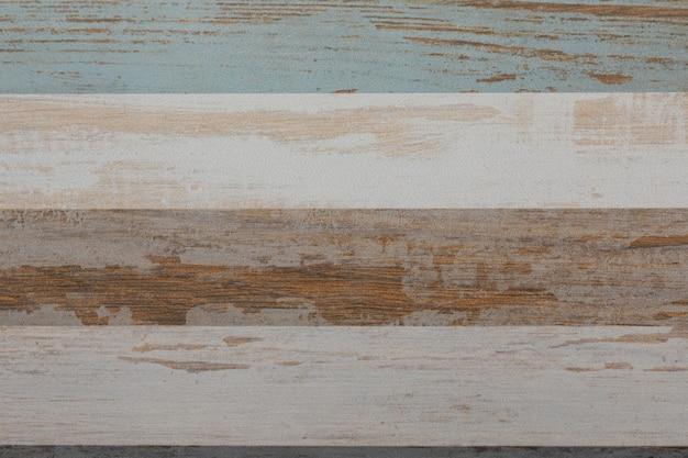 Veelkleurige gestreepte keramische tegels als vloerbedekkingsclose-up.